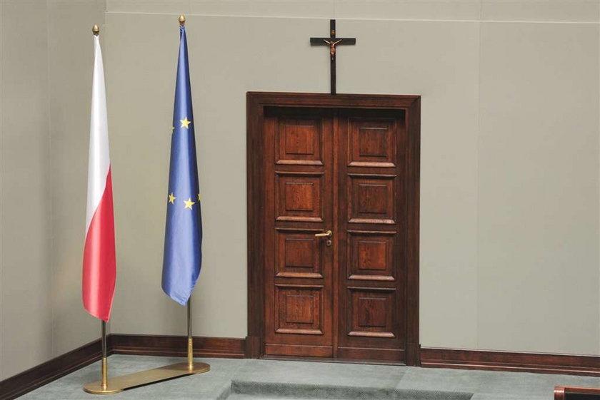 Szokujące porównanie. Poseł Palikota uważa krzyż za...