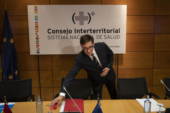 Salvador Ilja, španski ministar zdravlja, na konferenciji povodom novonastale situacije u vezi sa koronavirusom
