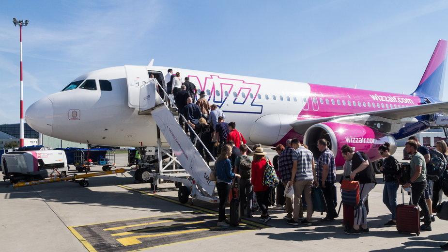 Samolot Wizz Air na lotnisku w Katowicach