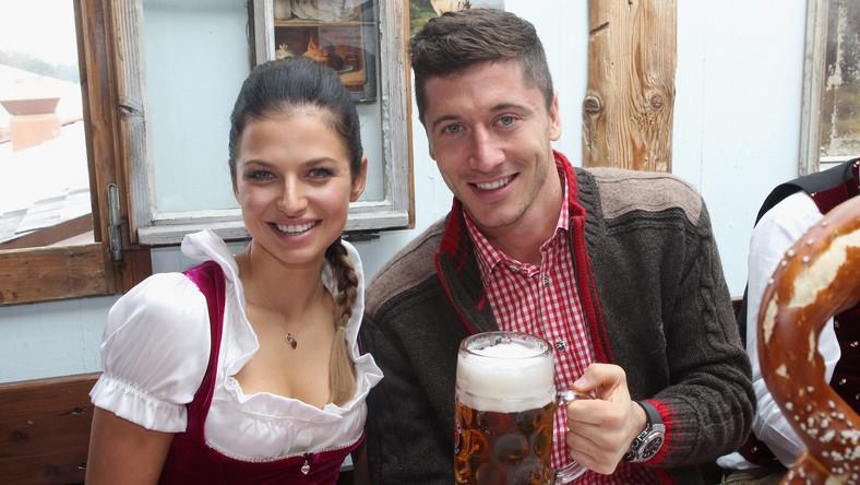 Lewandowscy na Oktoberfest. W takich strojach jeszcze ich nie widzieliście