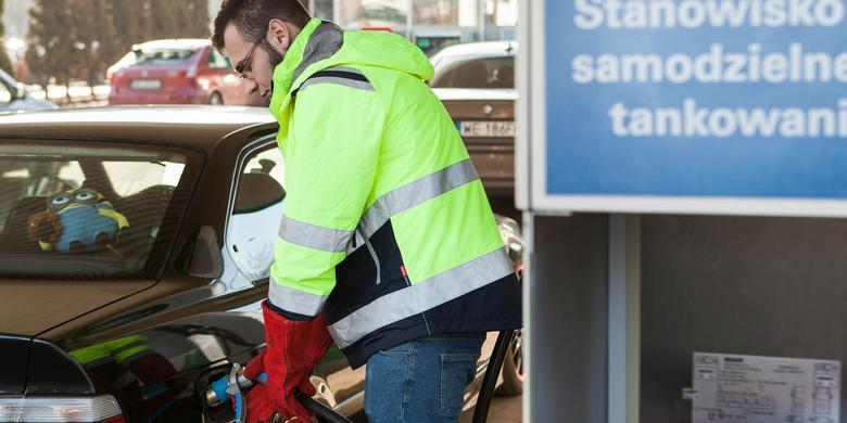 Jak jeździć taniej? Samochody na CNG i hybrydy z LPG