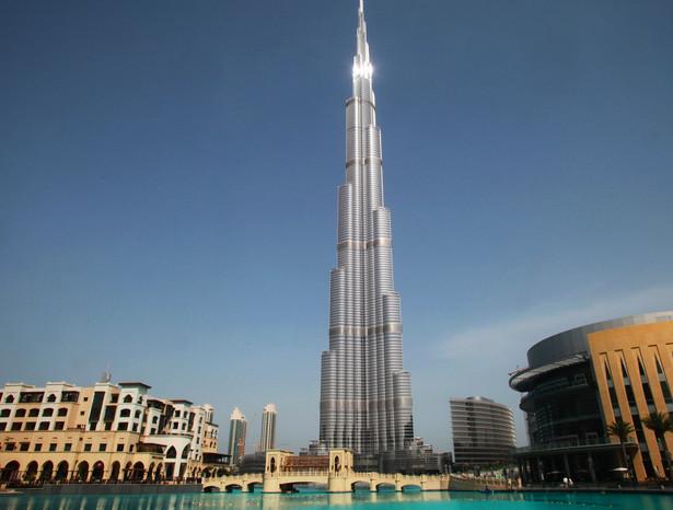 Burj Khalifa (Burj Dubaj) teraz jest symbolem Dubaju. Problemy z jego budową są także jednym z symboli kryzysu finansowego.