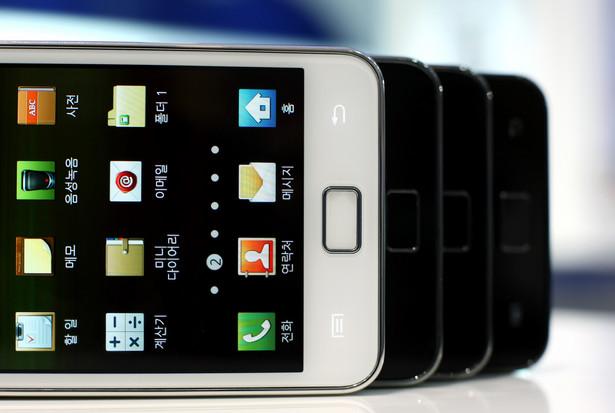 Walka o klienta pomiędzy mobilnymi potentatami nabiera rozpędu.