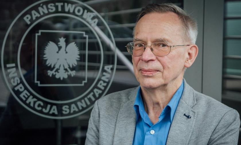 """Prof. Gut o luzowaniu obostrzeń: """"to wzrosty zakażeń""""."""