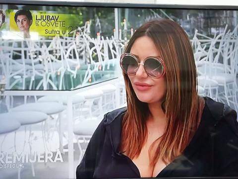 Evo kako Ana Nikolić zapravo izgleda: Pevačica odlučila da pokaže lice bez trunke šminke i filtera! FOTO