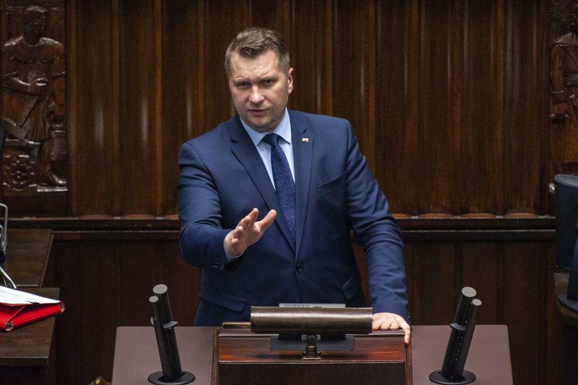 Minister Czarnek nie przebiera w słowach krytykując marszałka senatu. Oberwało się też nauczycielom!