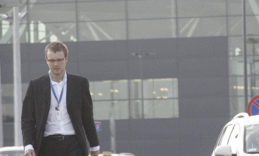 Michał Tusk wrócił do pracy na lotnisku.