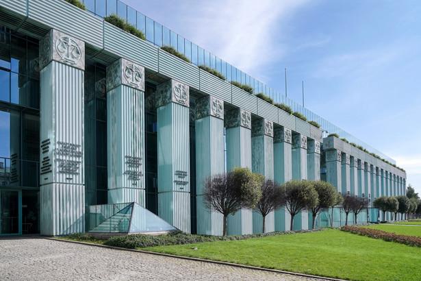 Do 17 grudnia Izba Dyscyplinarna Sądu Najwyższego odroczyła rozpoznanie zażalenia na umorzenie sprawy dot. uchylenia immunitetu warszawskiego sędziego Wojciecha Łączewskiego. SN nie uwzględnił też wniosku o wyłączenie sędziów rozpoznających to zażalenie.