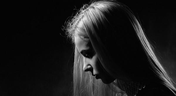 Depresja w pandemii najbardziej zagraża dzieciom i młodzieży