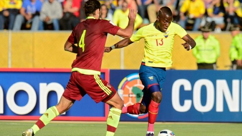 Venezuela's Oswaldo Vizcarrondo (L) and Ecuador's Enner Valencia vie for the ball during their 2018 FIFA World Cup qualifier football match in Quito, on November 15, 2016