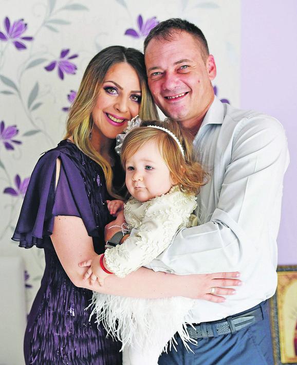 Srećna porodica: Kristina, Đurđa i Miloš