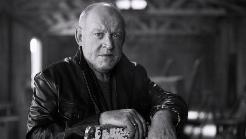 """Jako muzyk jestem w pełni spełniony. Nie mógłbym sobie wymarzyć lepszej kariery – mówił w jednym z ostatnich wywiadów. Joe Cocker, legendarny wokalista rockowy i popowy, zmarł 22 grudnia w wieku 70 lat. Laureat Oscara za piosenkę """"Up Where We Belong"""" od dłuższego czasu walczył z rakiem płuc."""