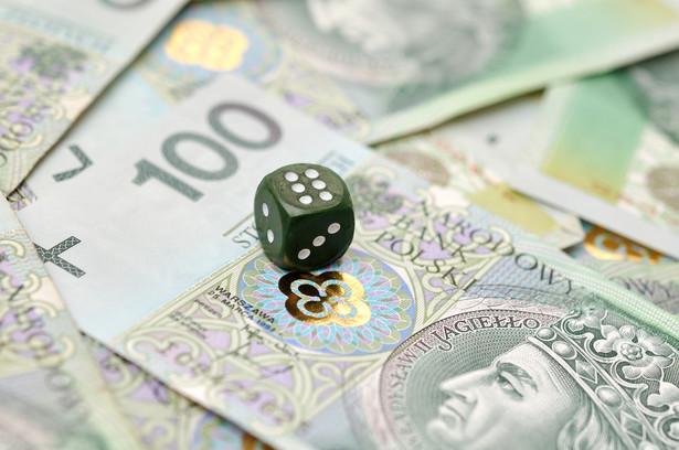 Restrykcyjne przepisy w Polsce zwiększają atrakcyjność gier hazardowych w szarej strefie.