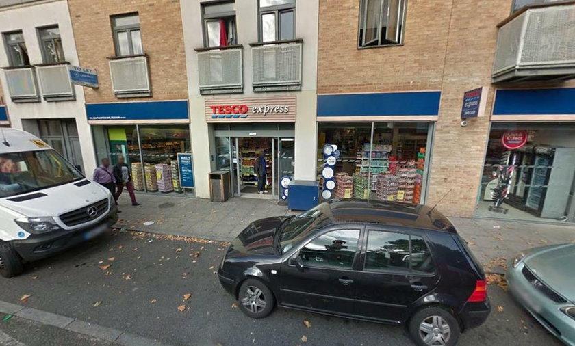Londyn. 17-latek zadźgany nożem pod supermarketem Tesco