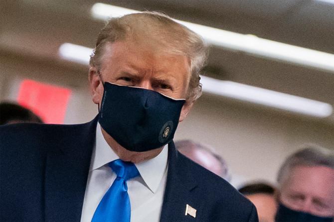 Donald Tramp je juče prvi put nosio masku u javnosti obilazeći Volter Rid nacionalni vojno-medicinski centar u Merilendu