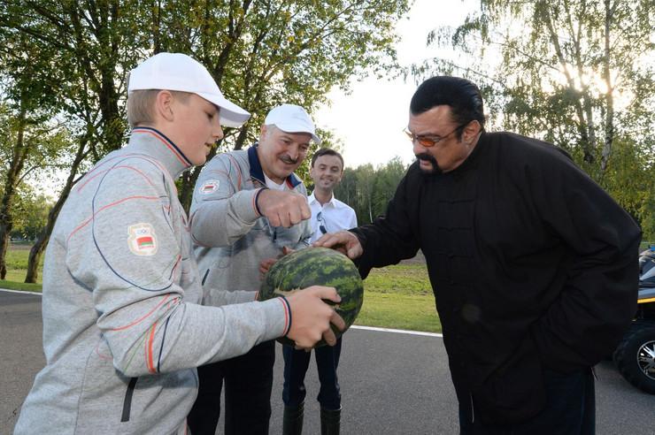 Stiven Sigal Aleksndar Lukašenko povrće