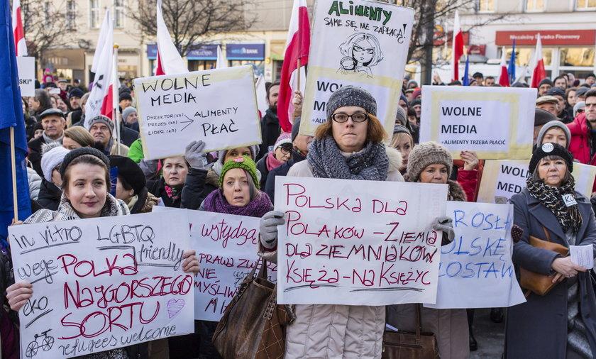 Manifestacja KOD w obronie mediów