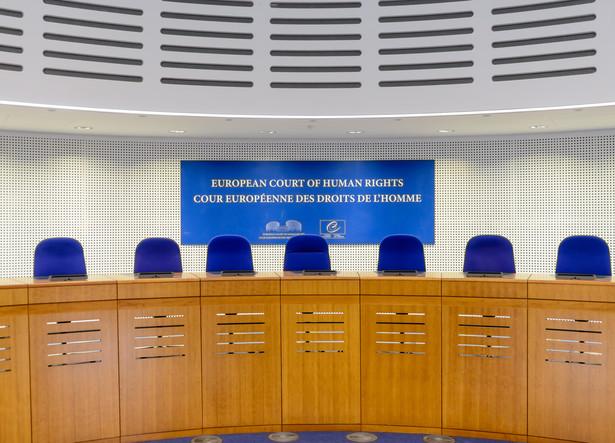 Rozpoczęta przez ETPC procedura zobowiązuje polski rząd do merytorycznej odpowiedzi do 12 maja, która następnie zostanie przekazana skarżącym, tak by mogli się do niej odnieść