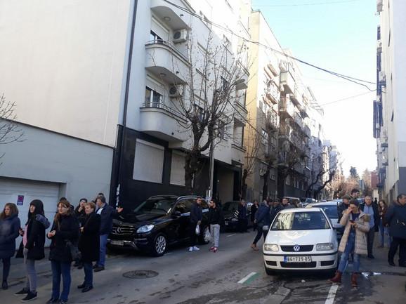 Policija izmestila građane u sporedne ulice