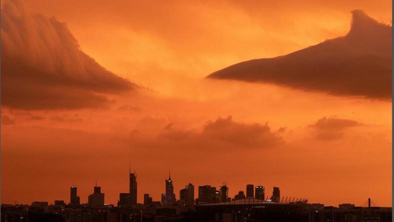 Warszawa przed burzą