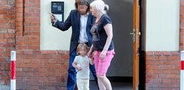 Samotny ojciec oddał dziecko napotkanej kobiecie