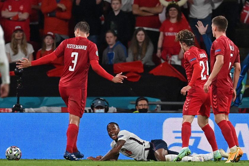 Anglicy okazję wykorzystali i to oni zagrają w finale.