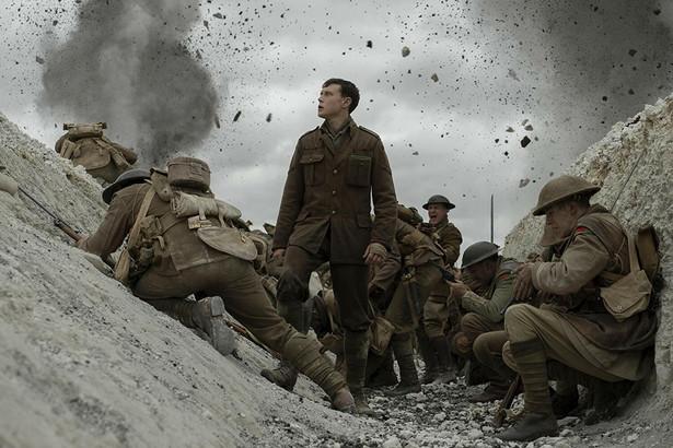 """George MacKay jako Schofield w filmie """"1917"""" w reżyserii Sama Mendesa"""