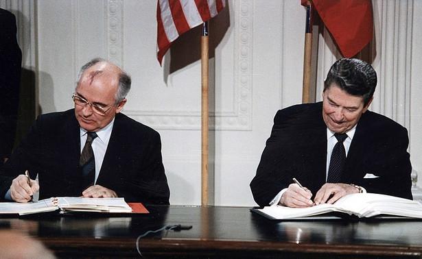 Michaił Gorbaczow i Ronald Reagan w 1987