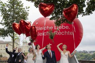 Szwajcaria: W referendum większość poparła małżeństwa jednopłciowe
