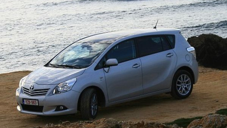 Masywnie Toyota Verso (2009): nowy wymiar minivana. Test i opinie JH61