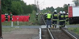 Tragedia na przejeździe w Dunowie. Nie żyje dwóch mężczyzn