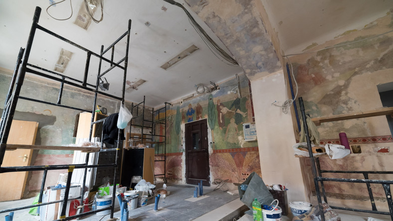 Remont komisariatu potrwa do końca września. W tym czasie freskami zajmą się konserwatorzy zabytków. Po zakończeniu prac pomieszczenia ponownie zostaną oddane policjantom...