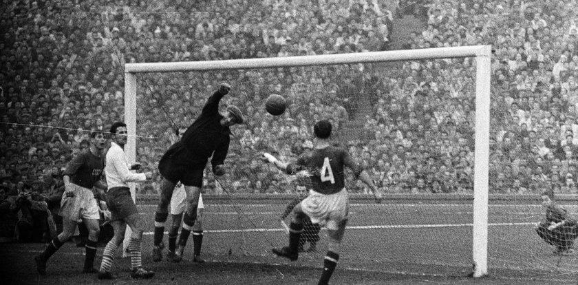 Po tym meczu z Rosjanami kibice krzyczeli ze szczęścia i nosili polskich piłkarzy na rękach. A nasz bramkarz płakał...