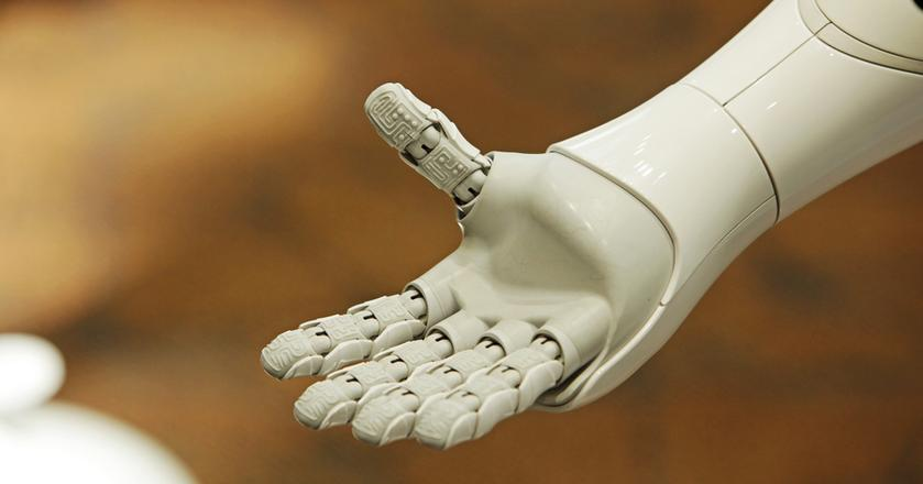 Roboty, nie tylko humanoidalne, wkraczają do coraz nowych dziedzin życia, a chatboty tworzą własny język. Tak szybko postępuje rozwój technologii