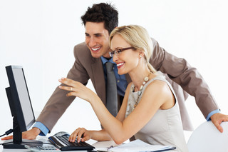 Jakie wymogi musi spełnić podatnik, aby przesyłać elektroniczne faktury