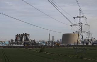 Świat chce stawiać na OZE, ale wciąż najwięcej inwestuje w paliwa kopalne