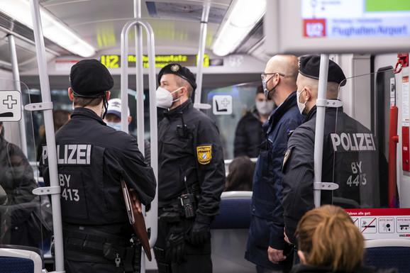 POJAČANA KONTROLA U NEMAČKOJ Hiljade policajaca nadgleda sprovođenje mera širom zemlje
