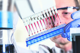 onkoloski lekovi stock-photo-scientist-uses-multipipette-during-dna-research-127890599