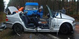 Tyle zostało z BMW. 20-letni Mateusz zginął na miejscu