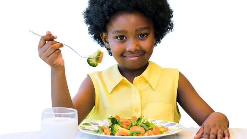 Little girl eating healthy (Courtesy)