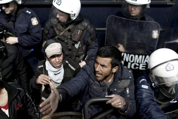 Macedońska policja użyła gazu łzawiącego i kul z kauczuku wobec kilkuset migrantów, którzy próbowali sforsować ogrodzenie na grecko-macedońskiej granicy.