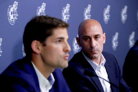 Luis Rubiales (desno) i Robert Moreno