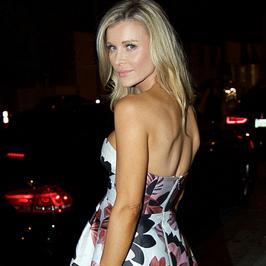 Joanna Krupa pokazała seksowne plecy w kwiecistej sukience. Trudno oderwać wzrok!