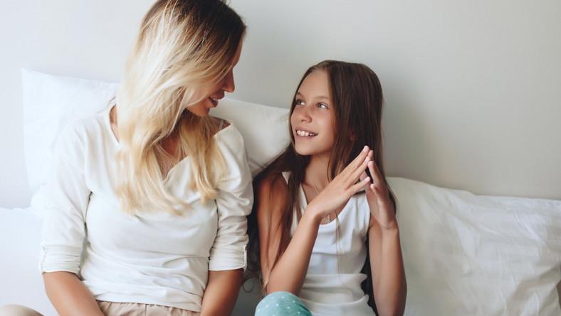 Matka rozmawia z córką
