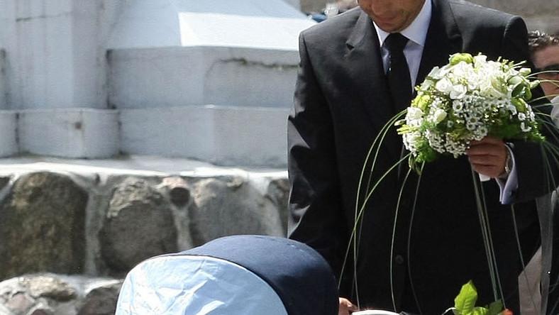 To bardzo poruszający widok. Mąż Agaty Mróz pojawił się na pogrzebie z ukochaną dwumiesięczną córeczką