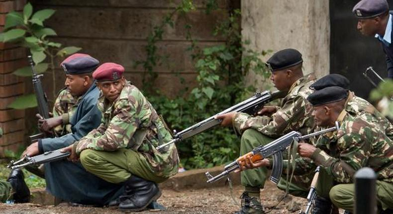 Kenyan police officers during a past stake out (Twitter)