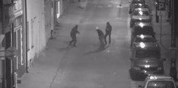 Skatowali człowieka na ulicy i... spokojnie odeszli