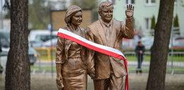Kaczyński odsłonił pomnik brata. Będzie ich więcej