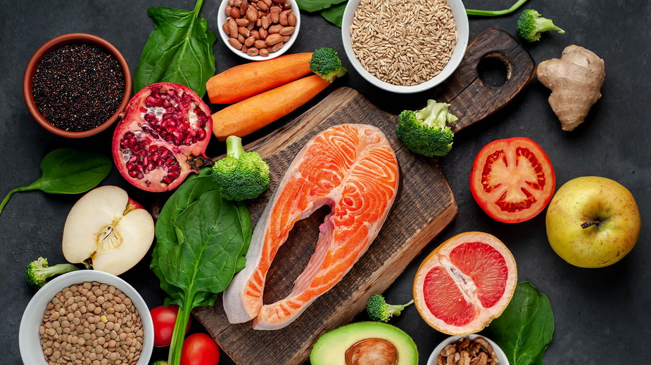 Dieta bogatotłuszczowa vs dieta bogatowęglowodanowa