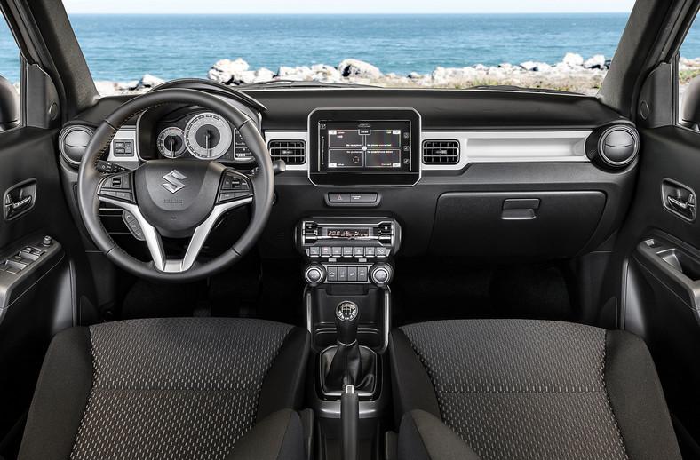 Wnętrze trzyma wysoki poziom pod względem designu. Przed kierowcą pojawiły się nowe zegary